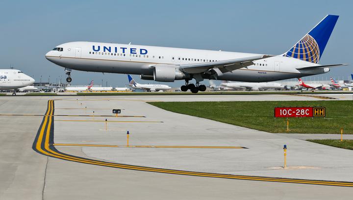 Пассажиры объявили бойкот United Airlines за отказ обслужить мусульманку