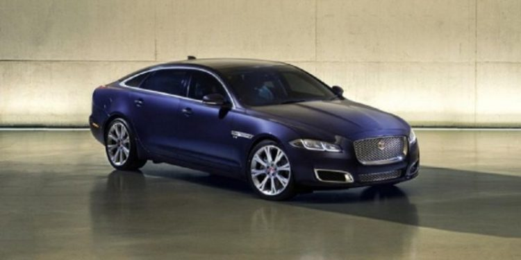 Компания Jaguar презентовала обновленную версию флагманского седана XJ