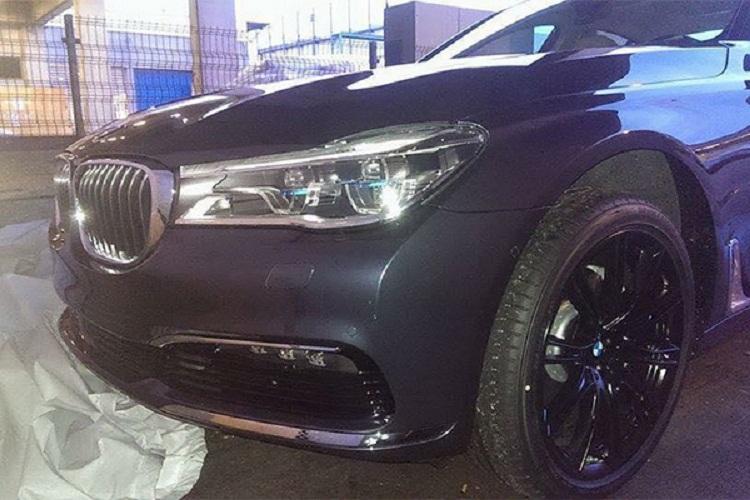 Компания BMW показала первый официальный снимок седана 7-Series