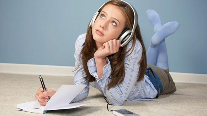 Психологи рассказали, что подросткам достаточно иметь одного близкого друга