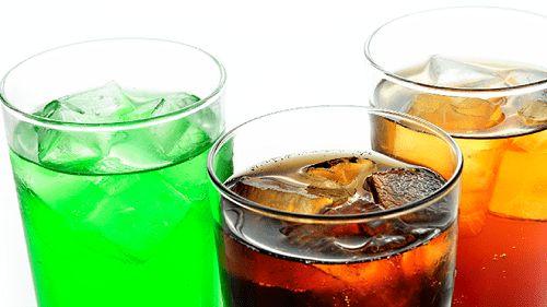 Ученые определили количество людей, которое ежегодно умирает от употребления газированных напитков