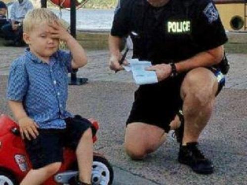 Полиция оштрафовала трёхлетнего байкера за нарушение правил парковки