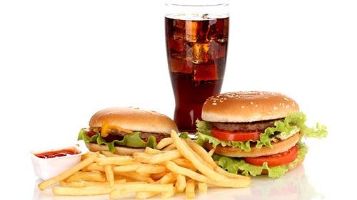 Установлено, что ресторанное питание ничем не отличается от фаст-фуда