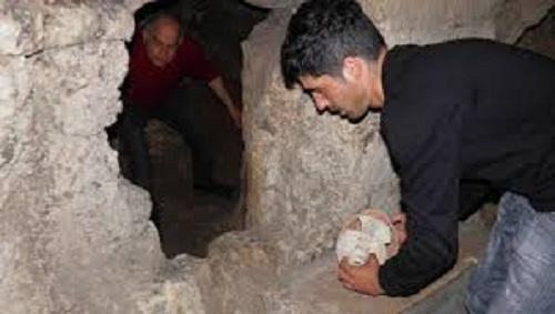 Итальянец обнаружил в подвале древнюю гробницу