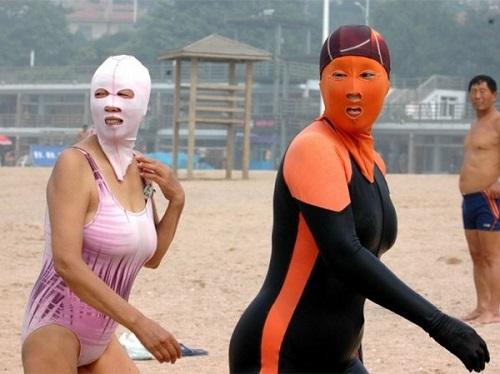 В Китае распространилась ужасная пляжная мода