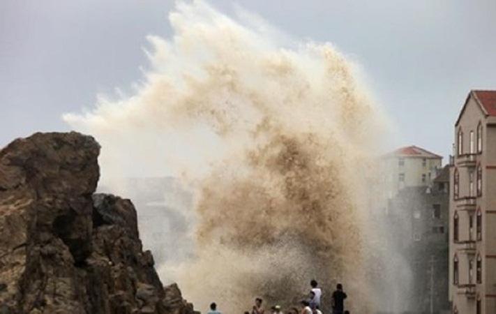 На востоке Китая пронесся мощный тайфун Соуделор