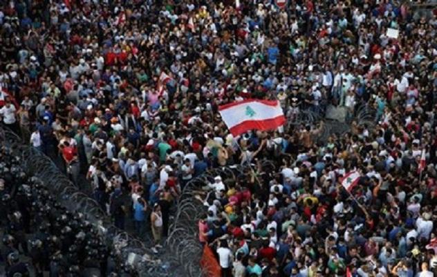 В Ливане тысячи демонстрантов разогнали водометами