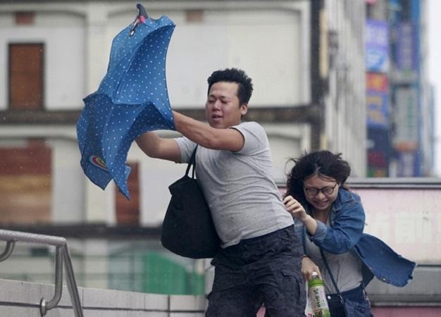 На Тайване продолжают эвакуацию людей из-за тайфуна