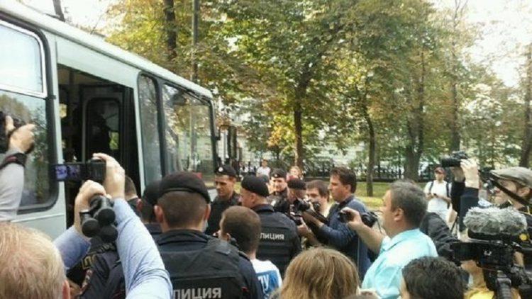"""Московская полиция задержала участников антивоенной акции """"Марш мира"""""""