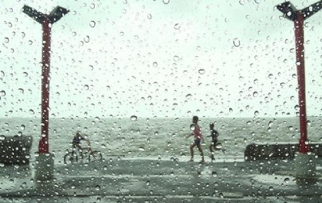 На Японию продолжает двигаться тайфун Дуджун