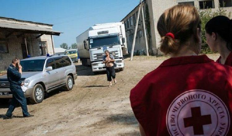 Красный Крест отправил на Донбасс 15 фур заполненных стройматериалами