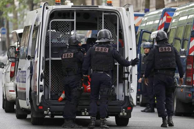 В Париже продолжается антитеррористическая операция