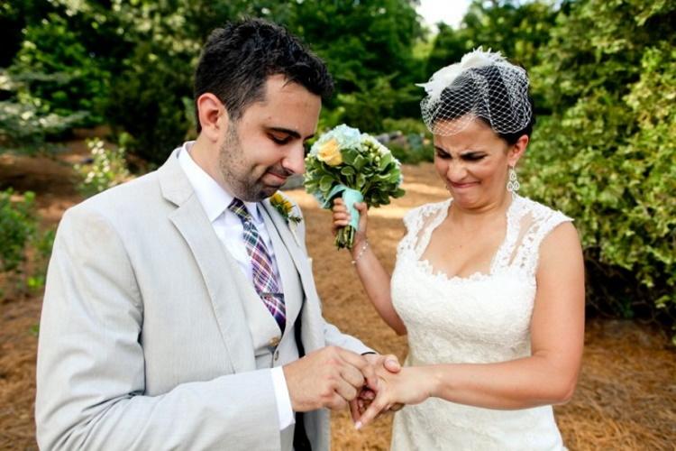 30 курьезных фото, мало похожих на те, которые принято делать на свадебных фотосессиях