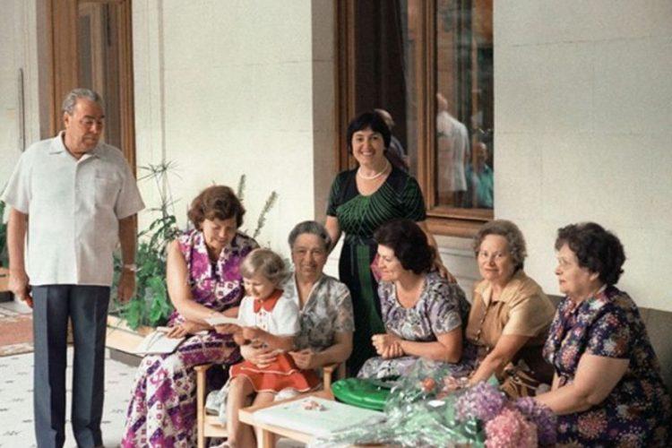 Фотоальбом Ильича: как жил и работал Брежнев